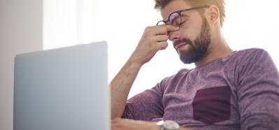 La Luz Azul de las Pantallas puede Provocar Fatiga y Estrés Visual