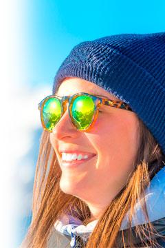 Al practicar deportes de invierno es fundamental contar con unas gafas de sol que protejan adecuadamente nuestros ojos.