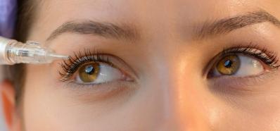 La moda de los ojos tatuados