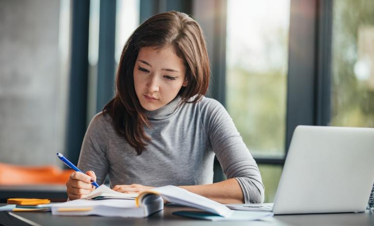 Cómo Mejorar y Proteger la Visión de los Estudiantes